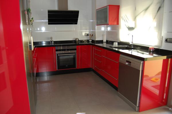 Muebles para ba o ferrari for Cocina roja y negra